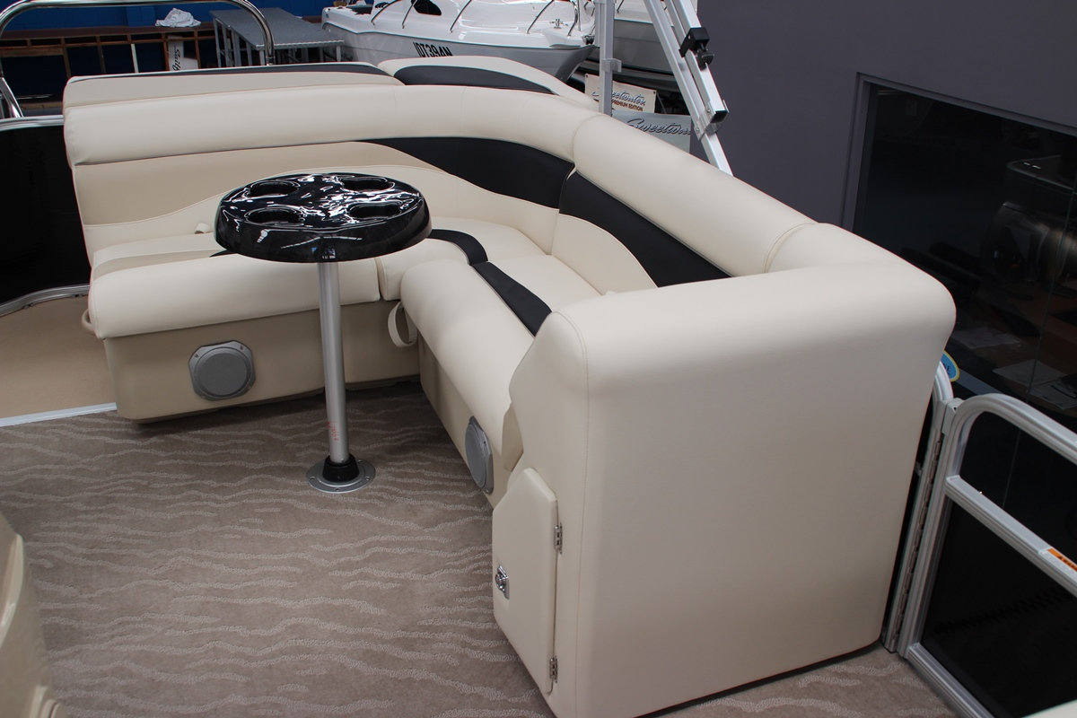 Sweetwater 2286 Pontoon Boat